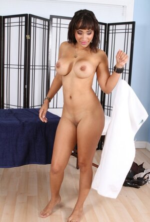 Masseuse makes a pass at guest offering her coition with pink dildo